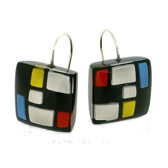 HOMAGE SMALL SQUARE HOOK EARRING. CLASSIC
