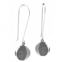 ARABESQUE LONG HOOK EARRING. GRAY